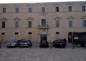 Il Tribunale di Trani, il 1 febbraio 2013. La procura ha aperto un'inchiesta sui derivati che coinvolge cinque banche italiane: Mps, Bnl, Unicredit, Intesa San Paolo, Credem. ANSA/ROBERTO BUONAVOGLIA