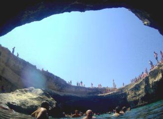 La Grotta della Poesia, tra leggende e acque cristalline